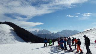 冬季滑雪运动的人物