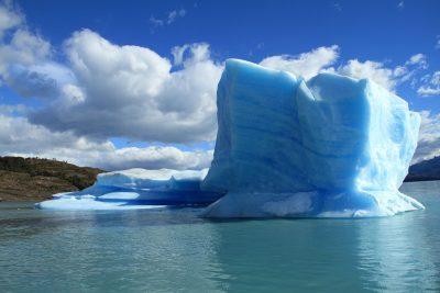 冰、水、冰川