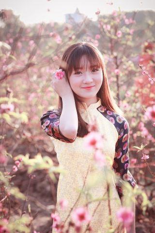 微笑的美少女人物肖像