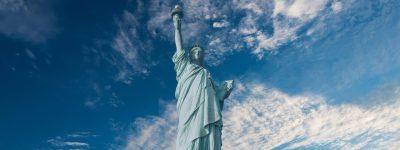自由女神像、旗帜、标题