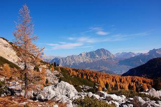 秋天的山间风景