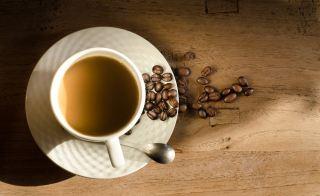 咖啡、杯、豆类