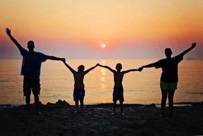 家庭、日落、海滩