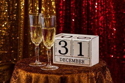 31号最后一天、即将迎来新年、庆祝、香槟