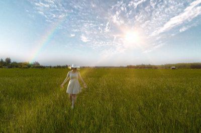 土地、太阳、女孩
