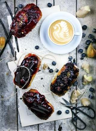 面包与咖啡的早餐图片