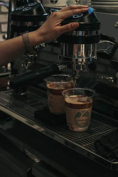 倒咖啡图片 3575×5362
