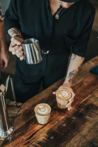 咖啡工作人员图片