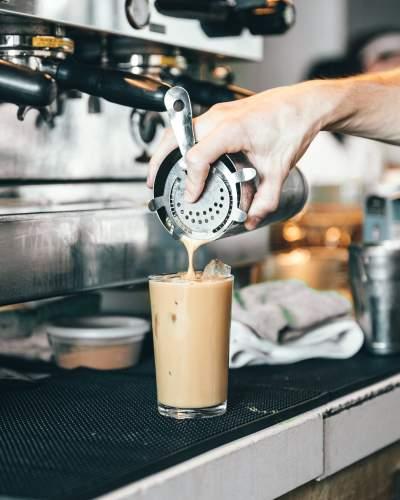 倒咖啡图片 3297×4121