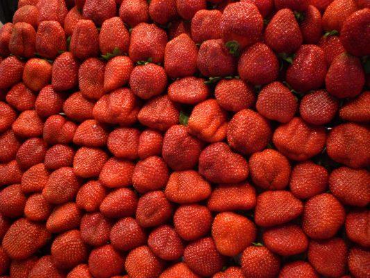 红色水果草莓背景图片