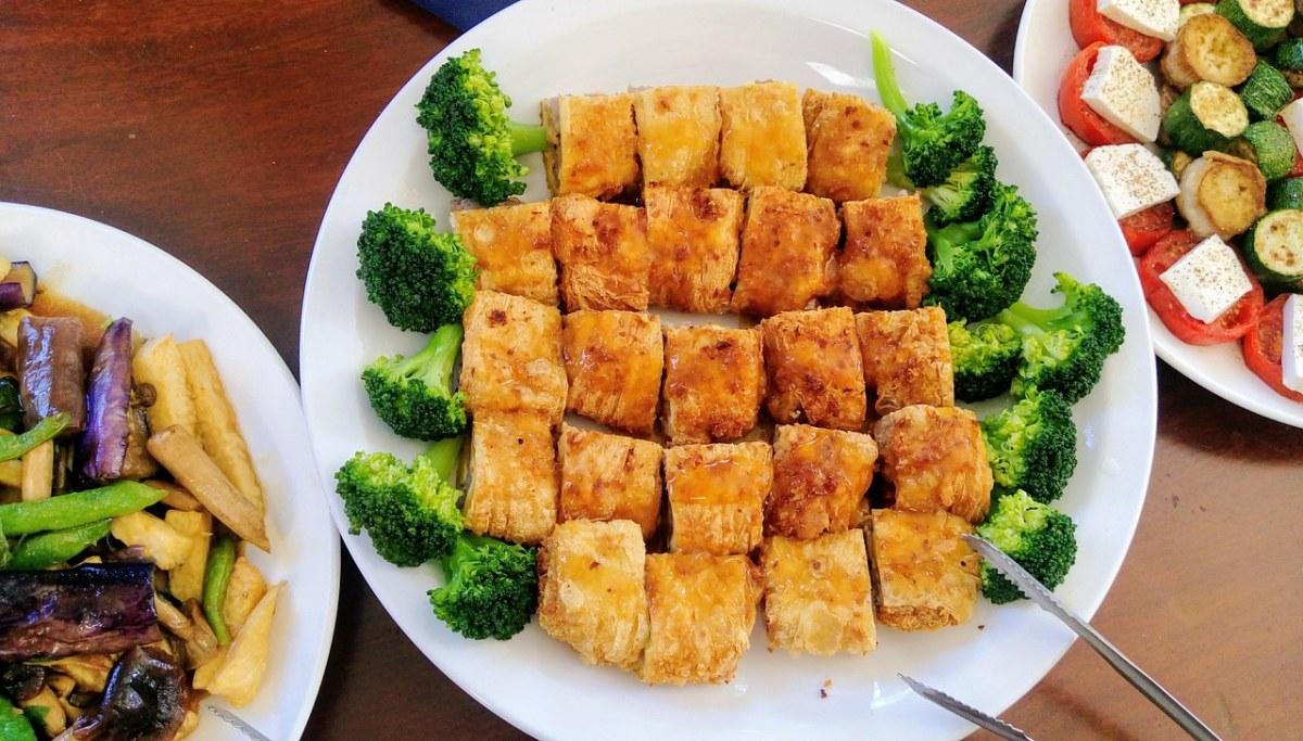 盘子里的美食菜品