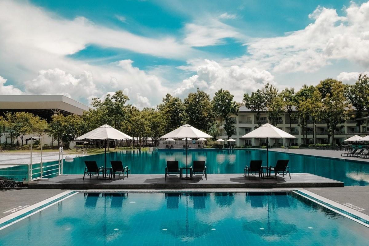 度假村酒店的游泳池