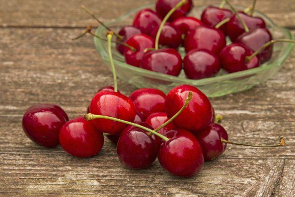 红色的甜樱桃