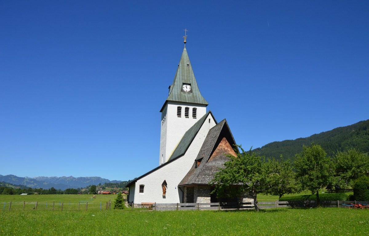 德国阿尔高乡村的教堂建筑