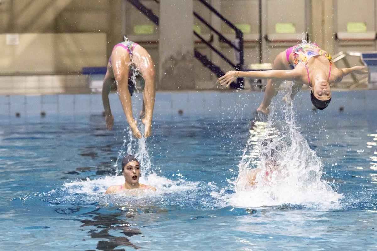 女子花样游泳