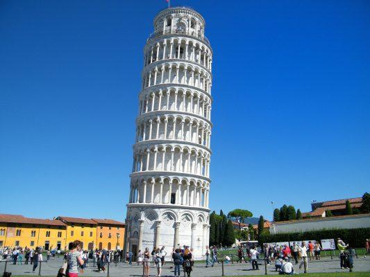 比萨、斜塔、意外倾斜