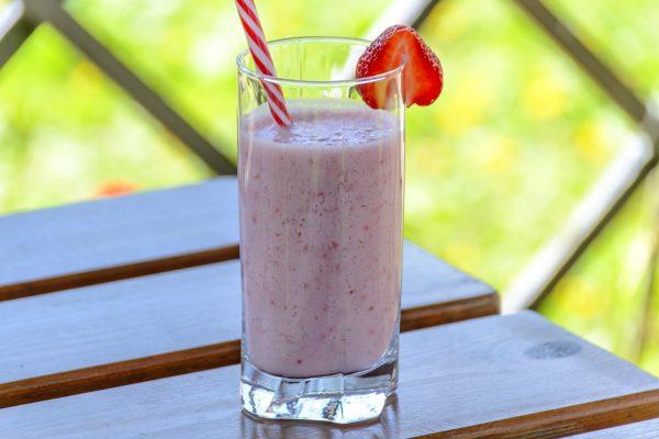 草莓饮料、酸牛奶、这种饮料