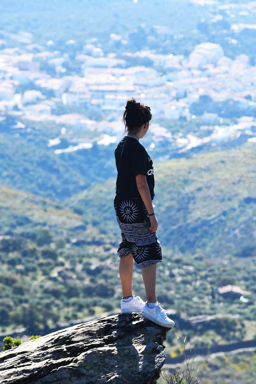 山腰、悬崖边缘、旅行