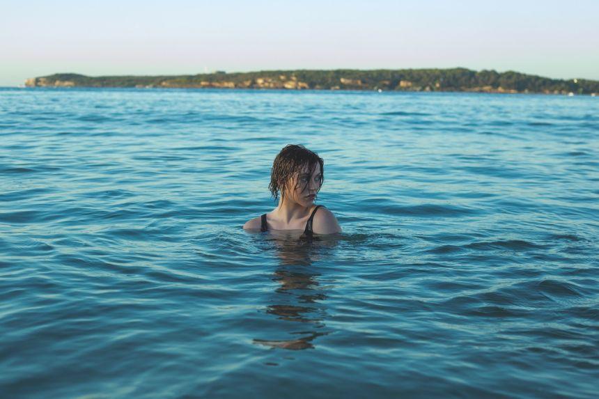 水中的女人