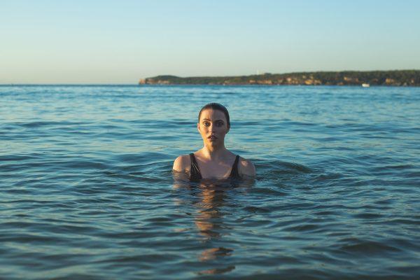 海中的女人