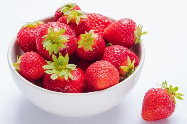 碗中的新鲜草莓