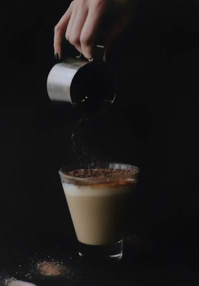 倒咖啡图片 3823×5472